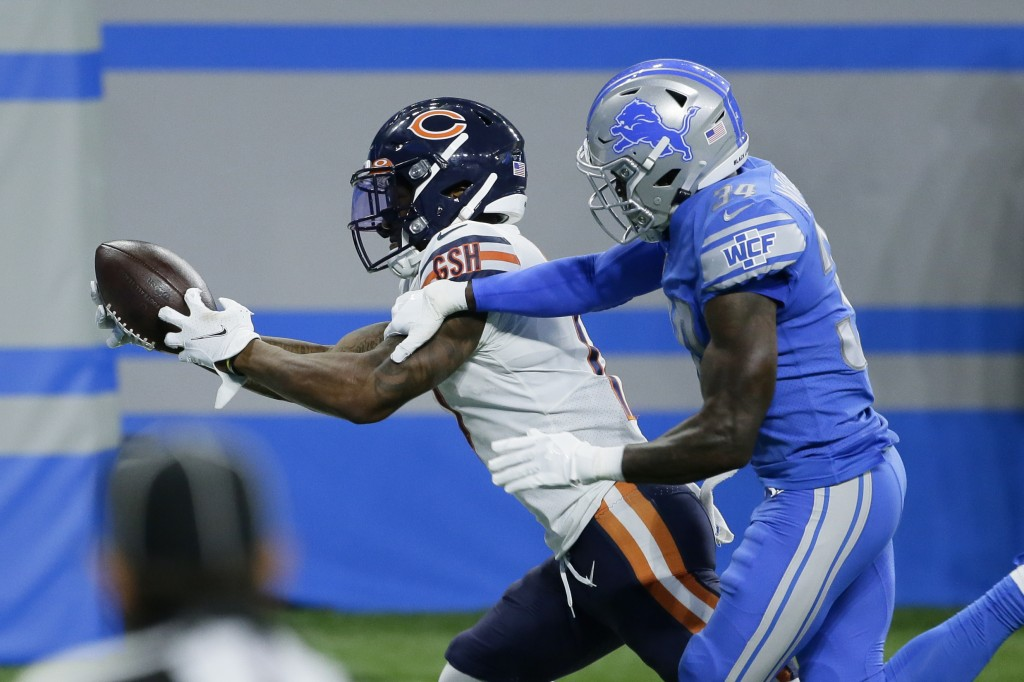 Chicago Bears wide receiver Anthony Miller catches a 27-yard touchdown pass as Detroit Lions cornerback Tony McRae (34) defends in the second half of ...