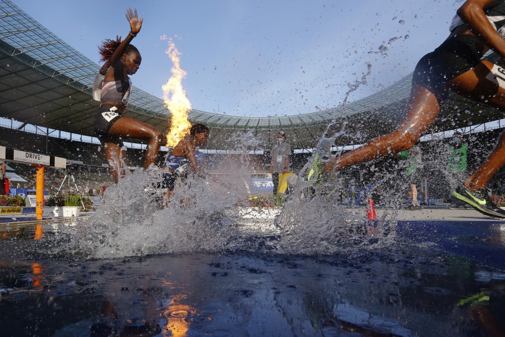 Kenya's Hyvin Kiyeng, left, competes during the women's 3,000 meters steeplechase at the ISTAF Athletics Meeting in Berlin, Germany, Sunday, Sept. 13,...