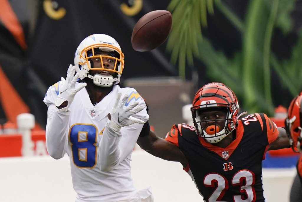 Los Angeles Chargers' Mike Williams (81) makes a catch against Cincinnati Bengals' Darius Phillips (23) during the first half of an NFL football game,...