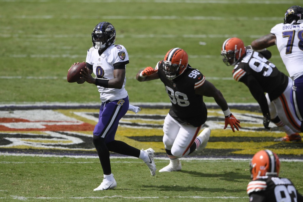Baltimore Ravens quarterback Lamar Jackson (8) looks to pass as he is pursued by Cleveland Browns defensive tackle Sheldon Richardson (98), during the...