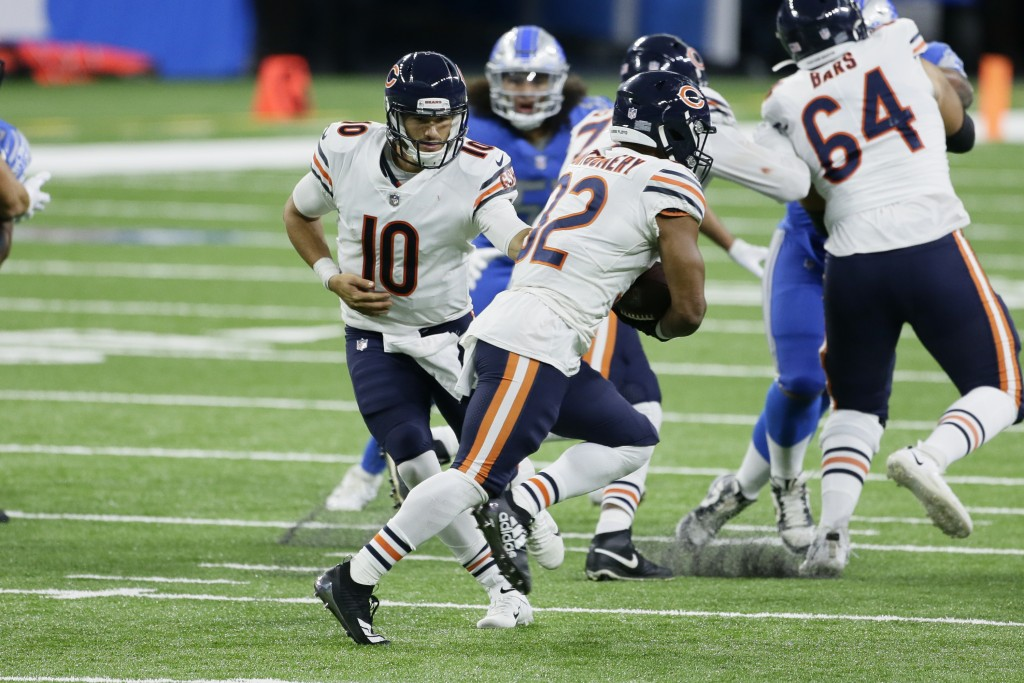 Chicago Bears quarterback Mitchell Trubisky (10) hands off to running back David Montgomery (32) in the second half of an NFL football game in Detroit...