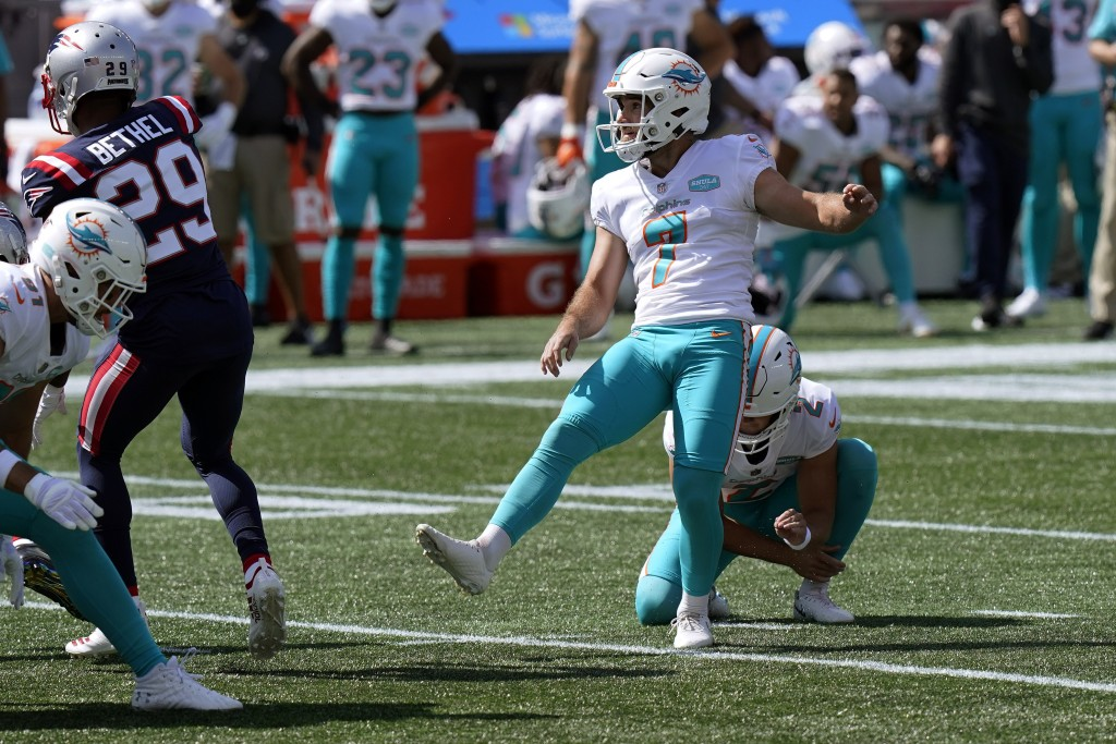 Miami Dolphins place kicker Jason Sanders (7) watches his successful field goal attempt against the New England Patriots in the first half of an NFL f...