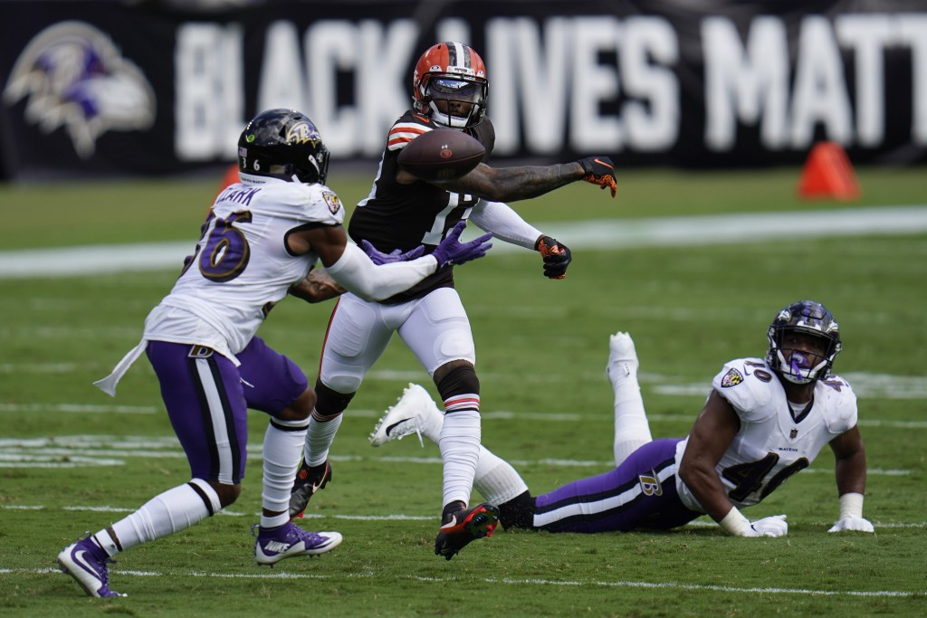 Baltimore Ravens safety Chuck Clark (36) attempts to intercept the ball as Cleveland Browns wide receiver Odell Beckham Jr. (13) tries to hit it away,...