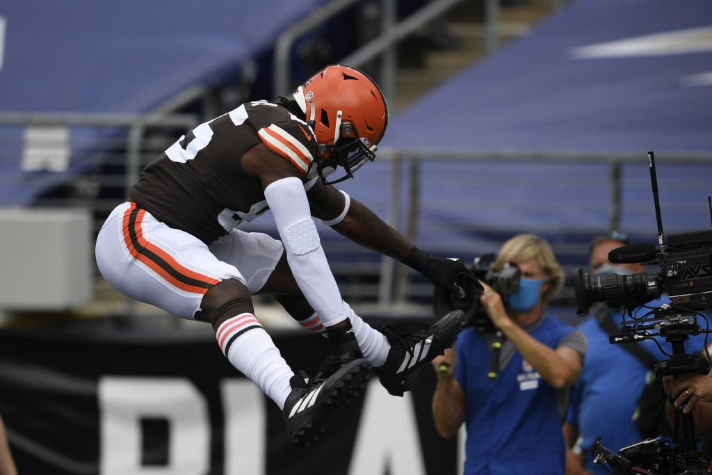 Cleveland Browns tight end David Njoku (85) jumps after scoring a touchdown, during the first half of an NFL football game against the Baltimore Raven...