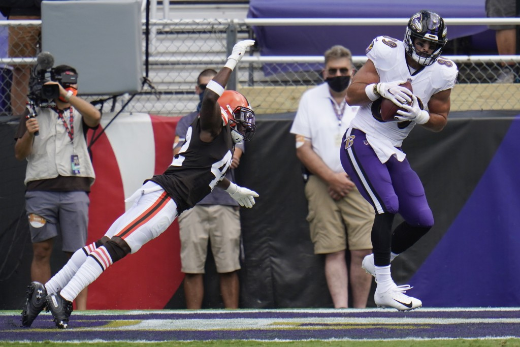 Baltimore Ravens tight end Mark Andrews (89) catches a touchdown as Cleveland Browns free safety Karl Joseph (42) attempts to tackle, during the first...