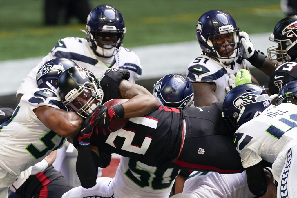 Atlanta Falcons running back Todd Gurley (21) runs into the end zone for a touchdown against the Seattle Seahawks during the first half of an NFL foot...