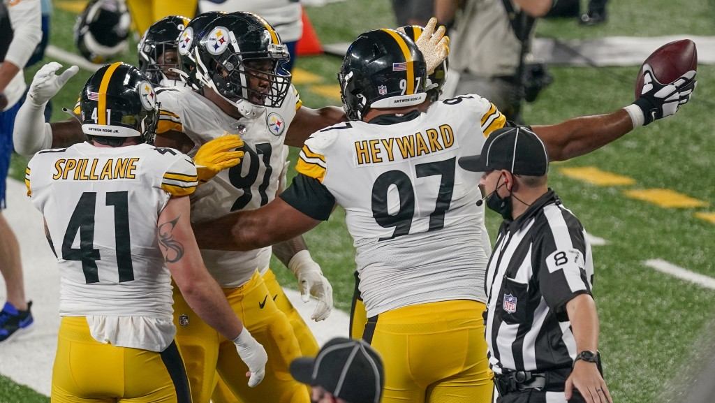 Pittsburgh Steelers defensive tackle Cameron Heyward (97) celebrates with teammates after a turnover by the New York Giants during the third quarter o...