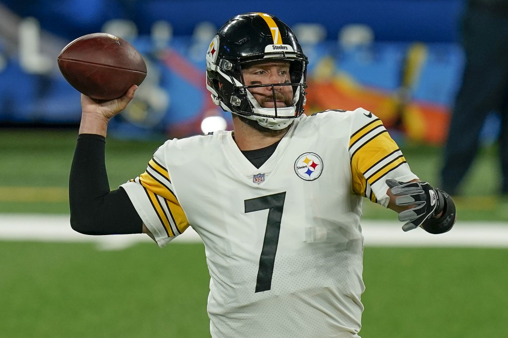 Pittsburgh Steelers quarterback Ben Roethlisberger (7) passes against the New York Giants during the second quarter of an NFL football game Monday, Se...