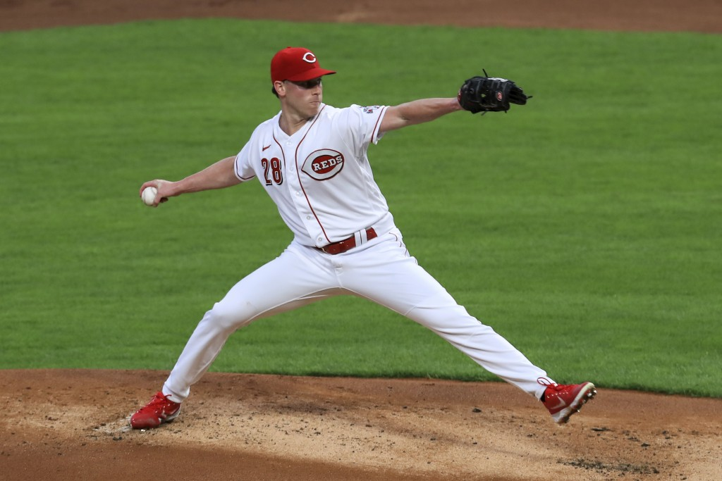Cincinnati Reds' Anthony DeSclafani throws in the first inning during a baseball game against the Pittsburgh Pirates in Cincinnati, Monday, Sept. 14, ...