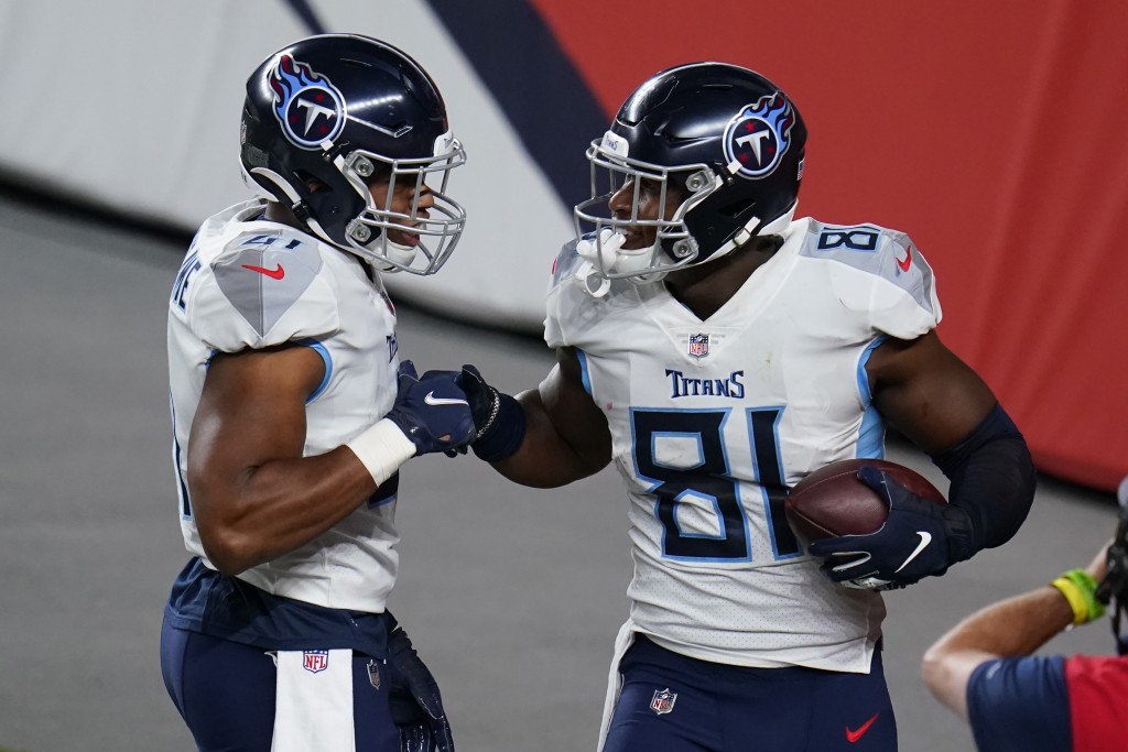 Tennessee Titans tight end Jonnu Smith (81) celebrates his touchdown catcha with running back Khari Blasingame during the second half of an NFL footba...