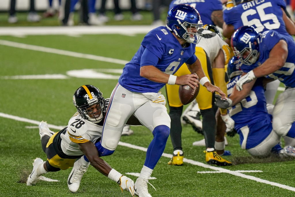 New York Giants quarterback Daniel Jones (8) is sacked by Pittsburgh Steelers cornerback Mike Hilton (28) during the fourth quarter of an NFL football...