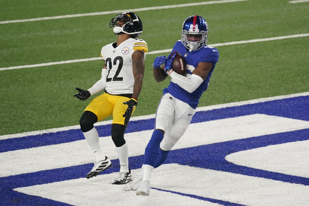 New York Giants wide receiver Darius Slayton (86) scores a touchdown against Pittsburgh Steelers cornerback Steven Nelson (22) during the fourth quart...