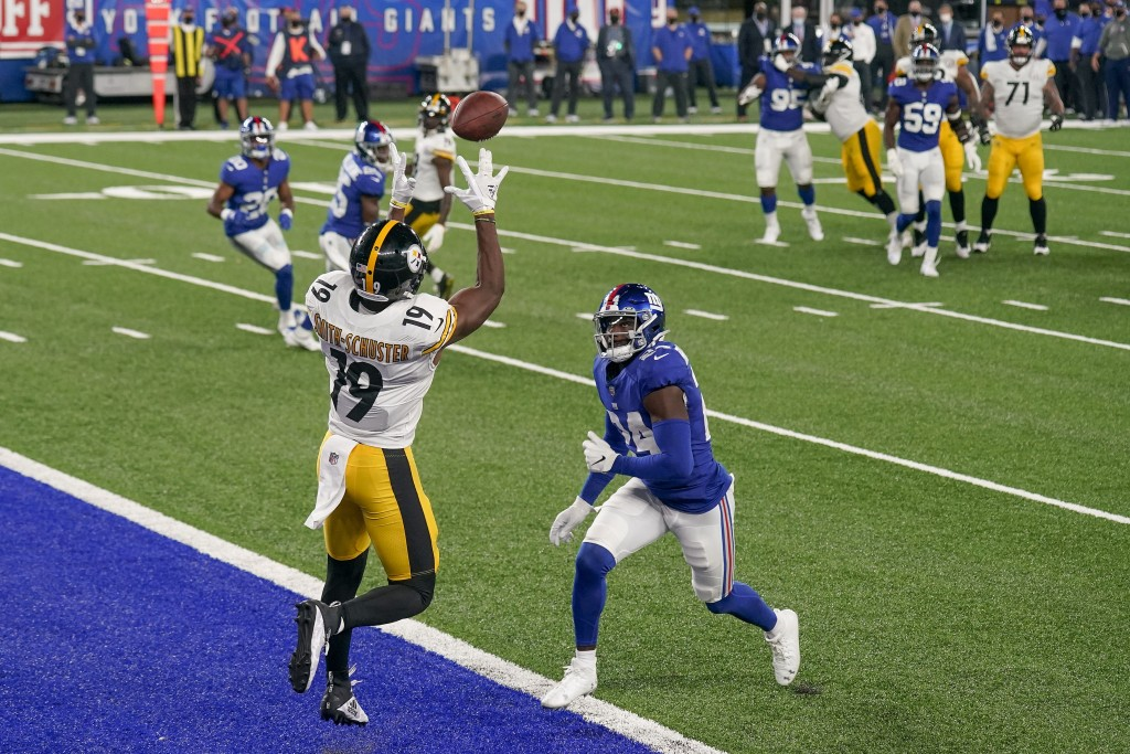 Pittsburgh Steelers wide receiver JuJu Smith-Schuster (19) comes down with a touchdown pass against New York Giants cornerback James Bradberry (24) du...