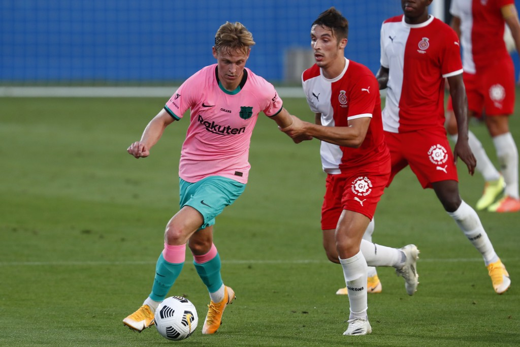 Barcelona's Frenkie de Jong, left, in action during the pre-season friendly soccer match between Barcelona and Girona at the Johan Cruyff Stadium in B...