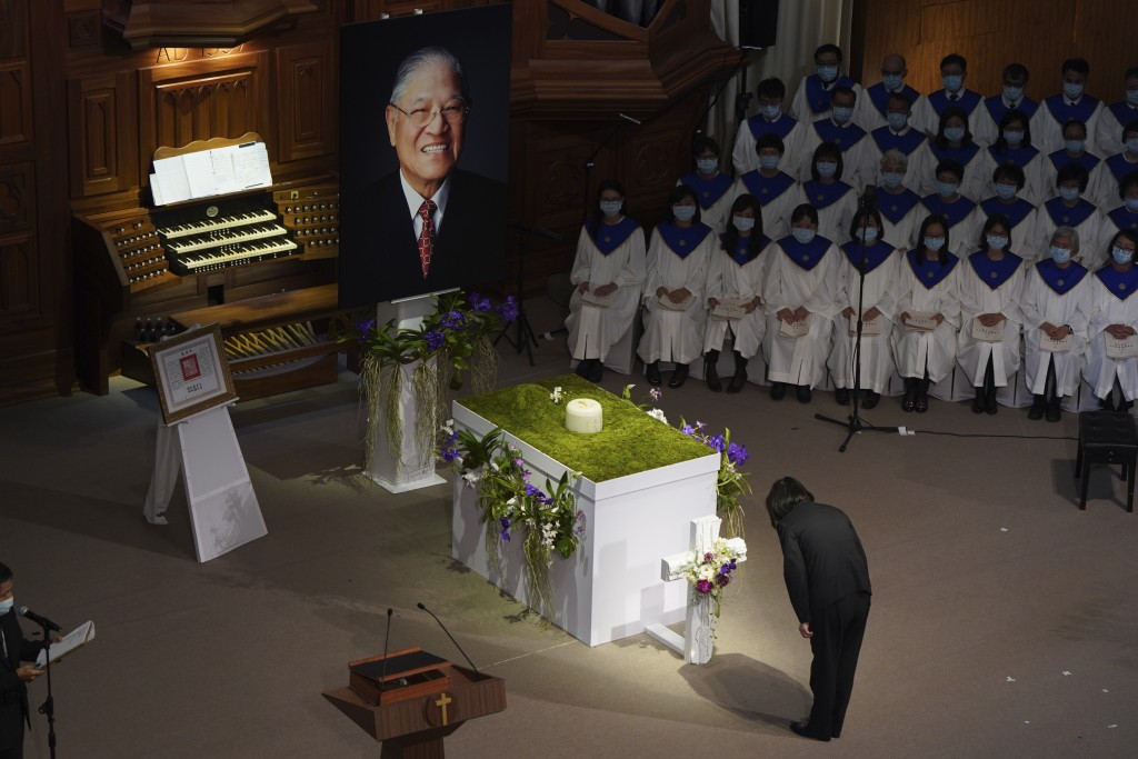 Taiwan President Tsai Ing-wen bows during a memorial service for the late former Taiwanese President Lee Teng-hui in Taipei, Taiwan on Saturday, Sept....