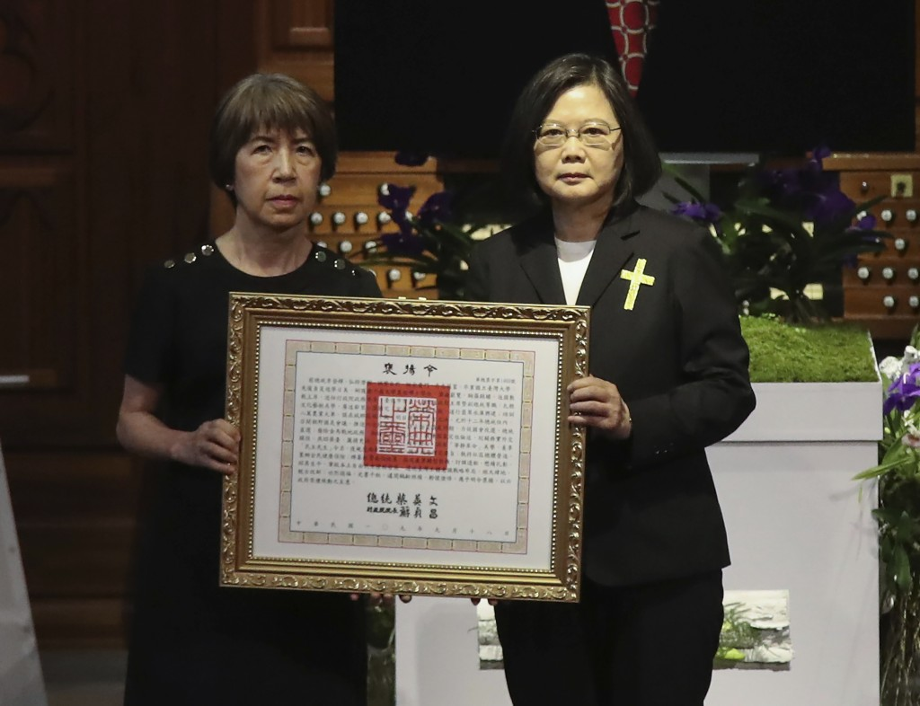 Taiwan President Tsai Ing-wen at right presents a posthumous citation for the late Taiwanese President Lee Teng-Hui to his daughter Anna Lee, during a...