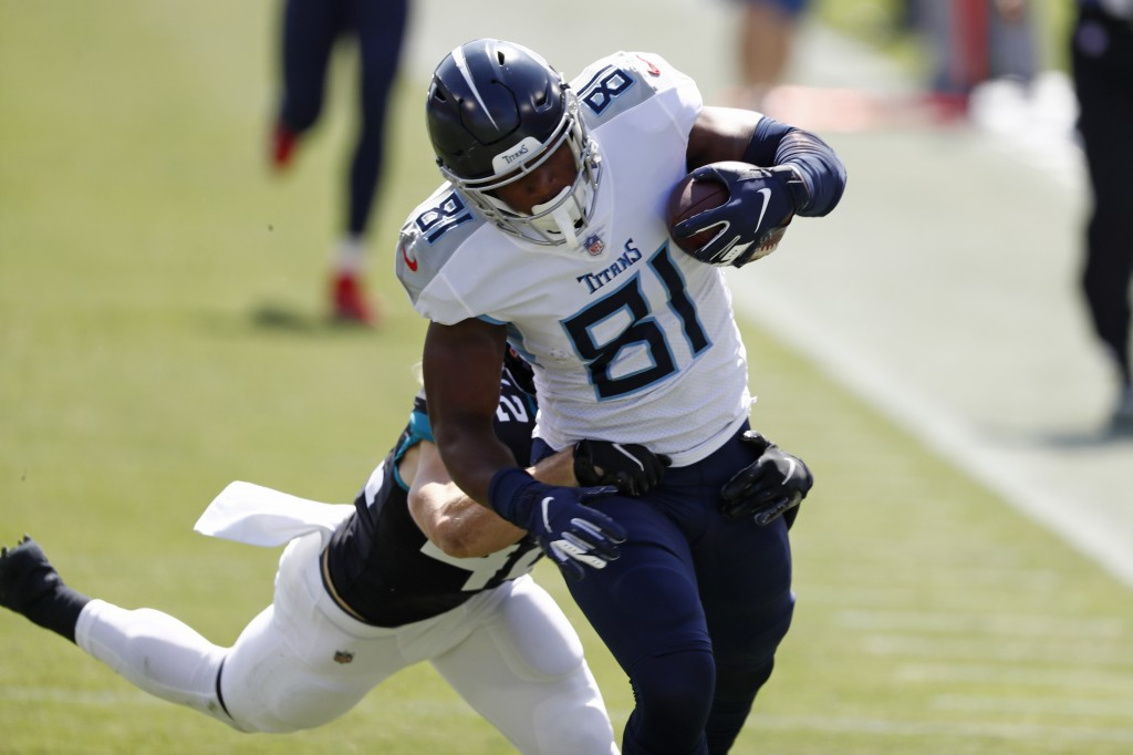 Tennessee Titans tight end Jonnu Smith (81) catches a pass ahead of Jacksonville Jaguars safety Andrew Wingard (42) for a 63-yard gain in the first ha...