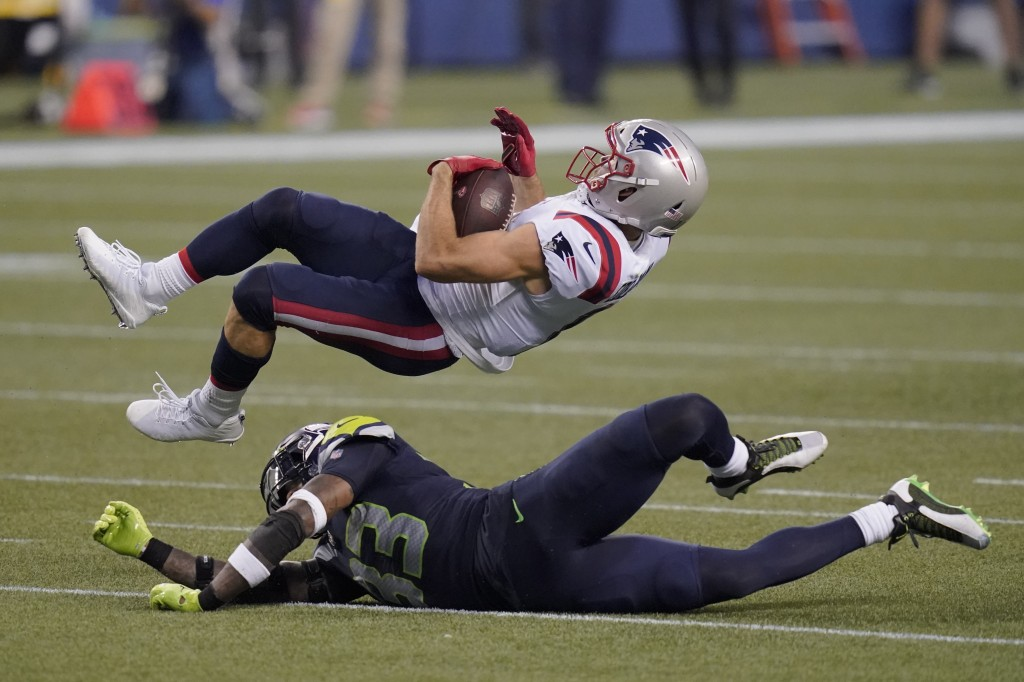 New England Patriots wide receiver Julian Edelman comes down with a pass reception over Seattle Seahawks strong safety Jamal Adams during the second h...