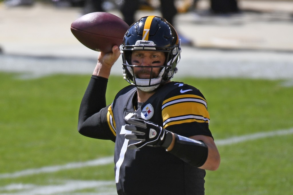 Pittsburgh Steelers quarterback Ben Roethlisberger (7) throws a pass during the first half of an NFL football game against the Denver Broncos in Pitts...
