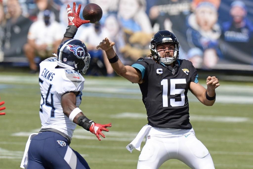 Jacksonville Jaguars quarterback Gardner Minshew (15) passes as he is pressured by Tennessee Titans inside linebacker Rashaan Evans (54) in the first ...