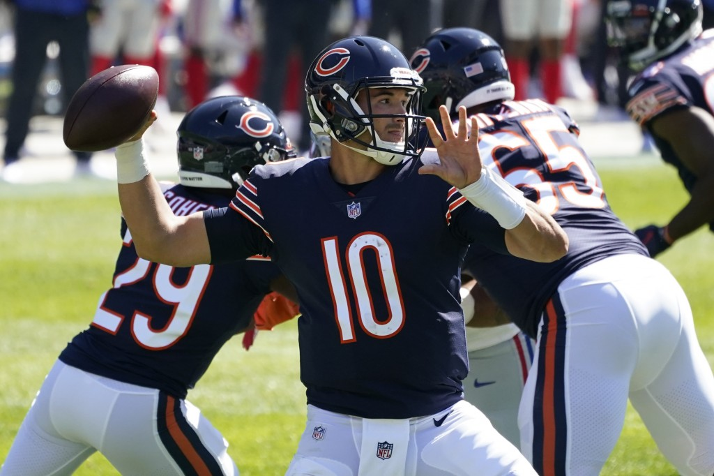 Chicago Bears quarterback Mitchell Trubisky (10) throws against the New York Giants during the first half of an NFL football game in Chicago, Sunday, ...