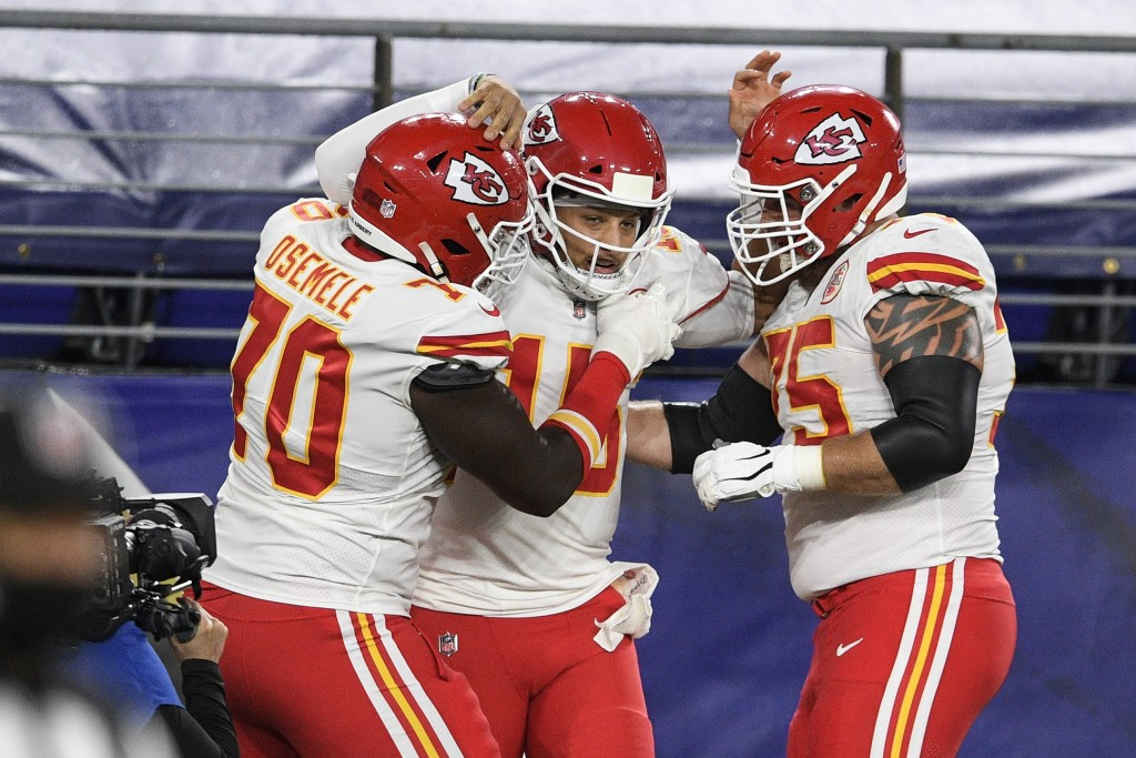 Kansas City Chiefs offensive guard Kelechi Osemele, left, quarterback Patrick Mahomes and offensive tackle Mike Remmers celebrate Mahomes touchdown du...