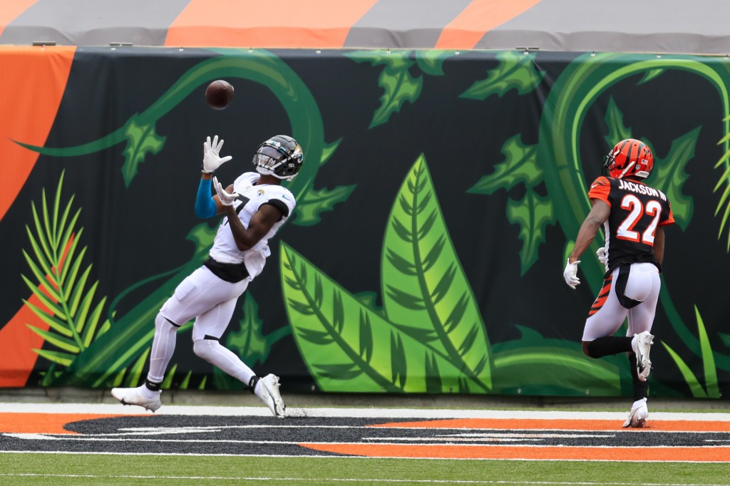 Jacksonville Jaguars wide receiver D.J. Chark (17) makes a catch for a touchdown in front of Cincinnati Bengals cornerback William Jackson (22) in the...