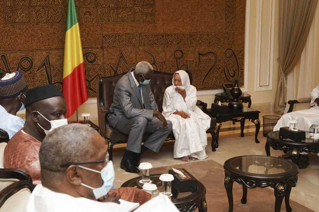 In this photo provided by the Mali Presidency, French ex-hostage Sophie Petronin, center right, who had spent nearly four years in captivity, meets wi...