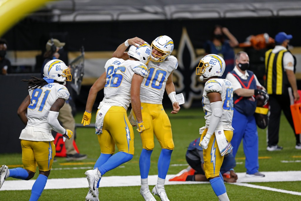 Los Angeles Chargers quarterback Justin Herbert (10) and tight end Hunter Henry (86) celebrate their touchdown pass in the first half of an NFL footba...