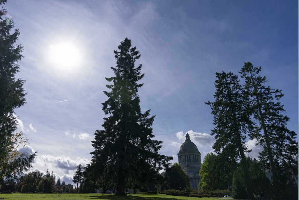 The Washington state Capitol is shown under clear skies, Wednesday, Oct. 14, 2020, in Olympia, Wash., in contrast to several weeks earlier when the ar...