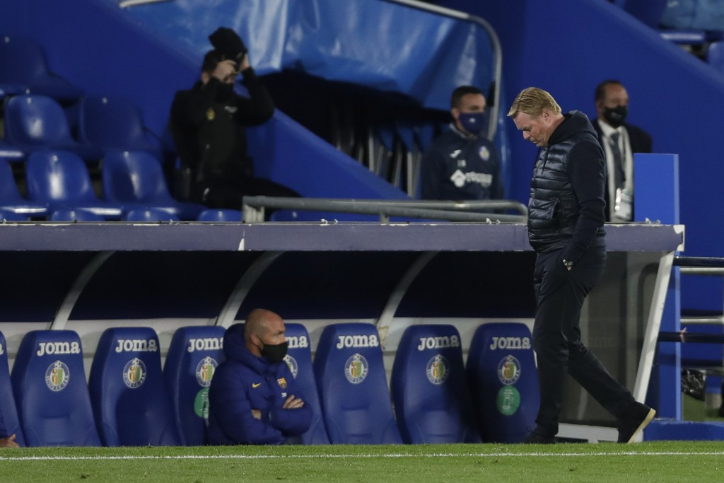 Barcelona's head coach Ronald Koeman walks toward the bench during the Spanish La Liga soccer match between Getafe and FC Barcelona at the Alfonso Per...