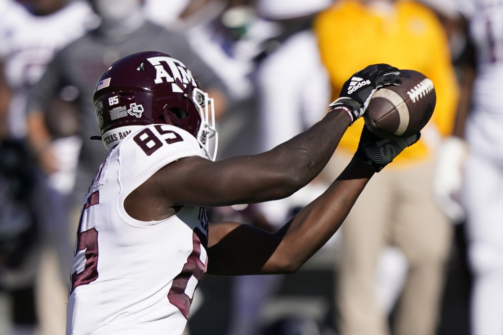 Texas A&M tight end Jalen Wydermyer (85) pulls in a short pass against Mississippi State during the first half of an NCAA college football game in Sta...
