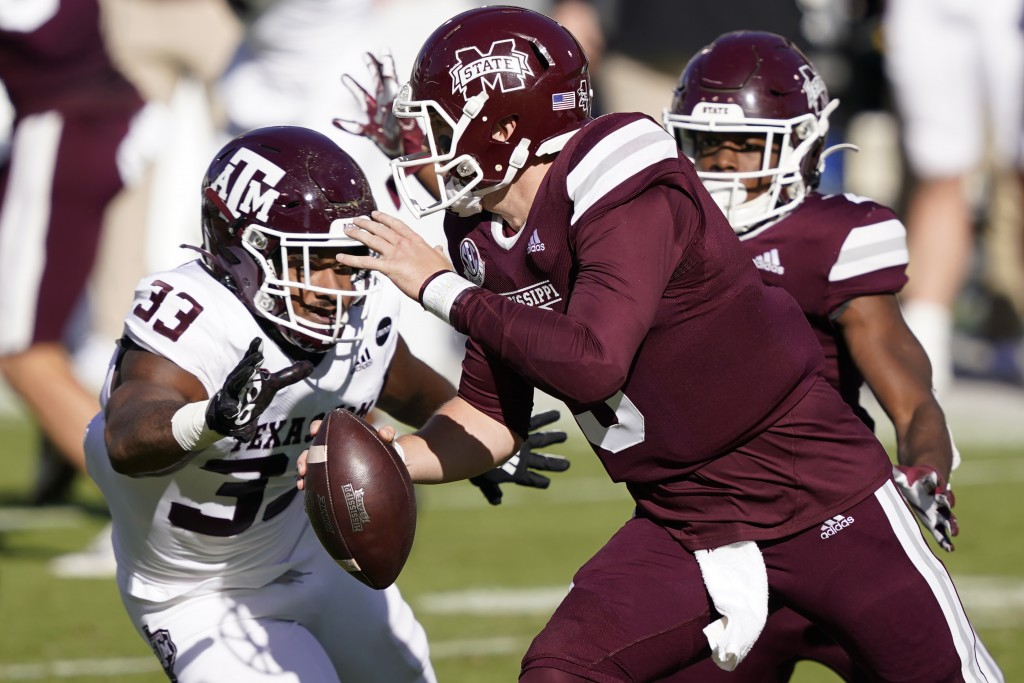 Texas A&M linebacker Aaron Hansford (33) closes in to sack Mississippi State quarterback K.J. Costello (3) during the second quarter of an NCAA colleg...