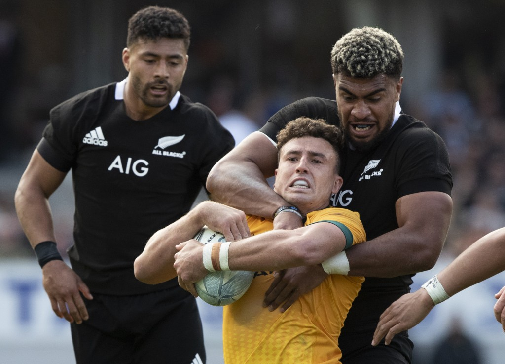 New Zealand's Hoskins Sotutu, right, tackles Australia's Tom Banks during the second Bledisloe Rugby test between the All Blacks and the Wallabies at ...