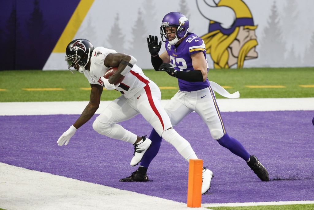 Atlanta Falcons wide receiver Julio Jones catches a 20-yard touchdown pass ahead of Minnesota Vikings safety Harrison Smith (22) during the first half...