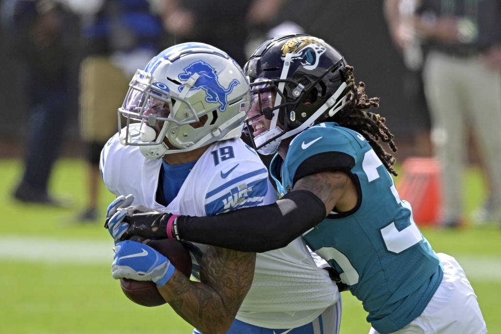 Detroit Lions wide receiver Kenny Golladay, left, makes a reception against Jacksonville Jaguars cornerback Sidney Jones during the first half of an N...