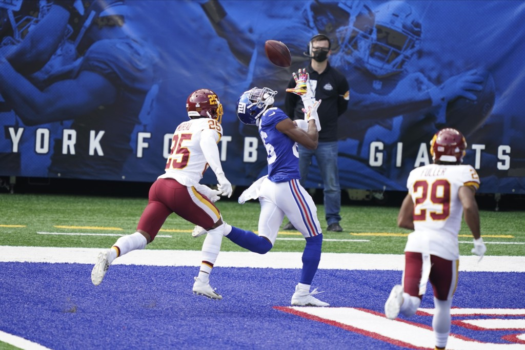 New York Giants' Darius Slayton catches a pass for a touchdown in front of Washington Football Team's Fabian Moreau (25) and Kendall Fuller (29) durin...