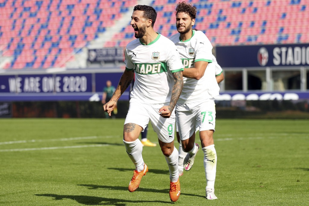 Sassuolo's Francesco Caputo celebrates with his teammate Manuel Locatelli, right, after scoring during the Serie A soccer match between Bologna and Sa...