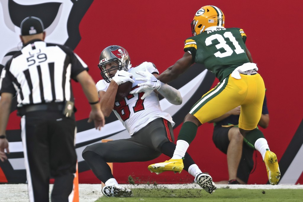 Tampa Bay Buccaneers tight end Rob Gronkowski (87) makes a 12-yard touchdown catch in front of Green Bay Packers strong safety Adrian Amos (31) during...