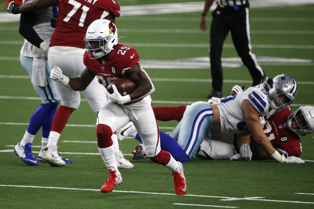 Arizona Cardinals running back Chase Edmonds (29) breaks through the line for a short gain in the second half of an NFL football game against the Dall...