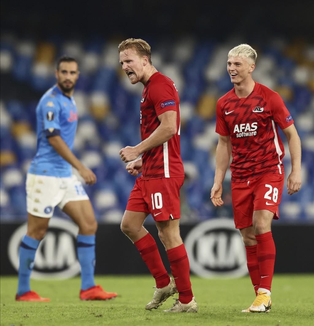 AZ Alkmaar's Dani De Wit, center, celebrates his side's 1-0 win at the end of the Europa League, group F soccer match between Napoli and AZ Alkmaar, a...