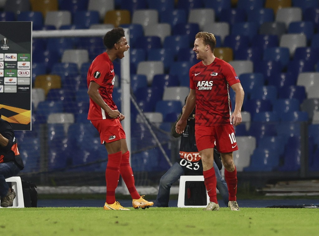 AZ Alkmaar's Dani De Wit, right, celebrates after scoring during the Europa League, group F soccer match between Napoli and AZ Alkmaar, at the San Pao...