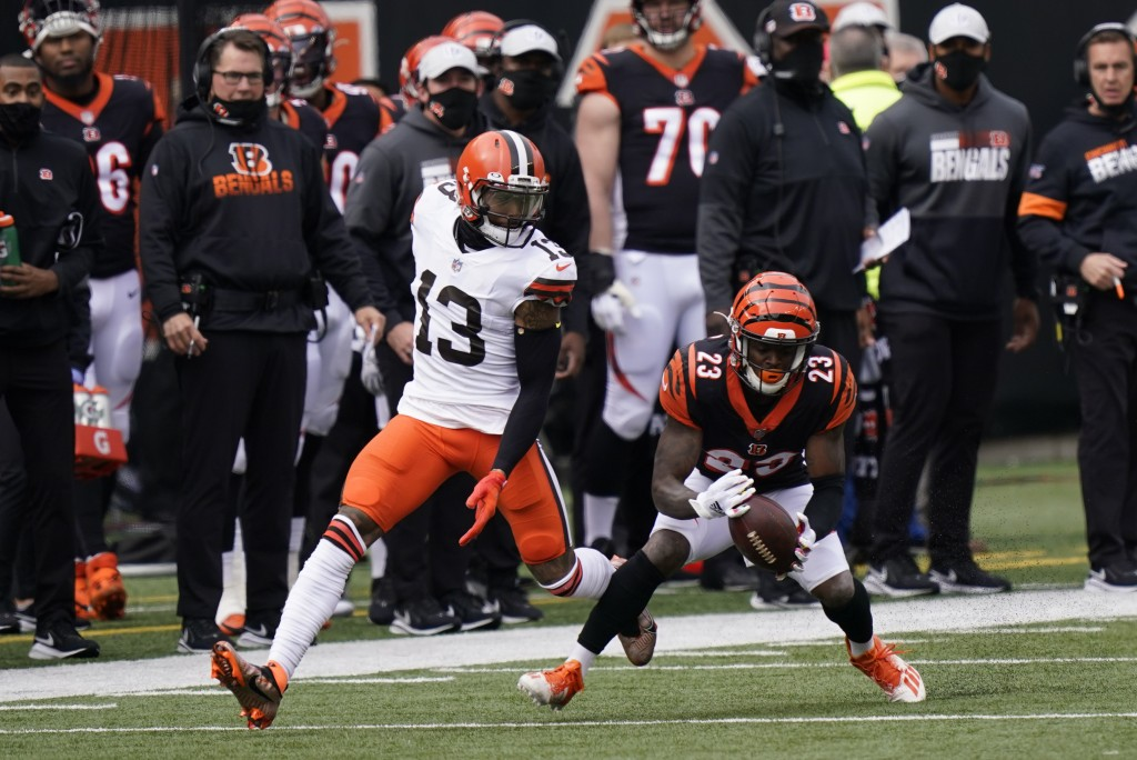 Cincinnati Bengals' Darius Phillips (23) intercepts a pass intended for Cleveland Browns' Odell Beckham Jr. (13) during the first half of an NFL footb...
