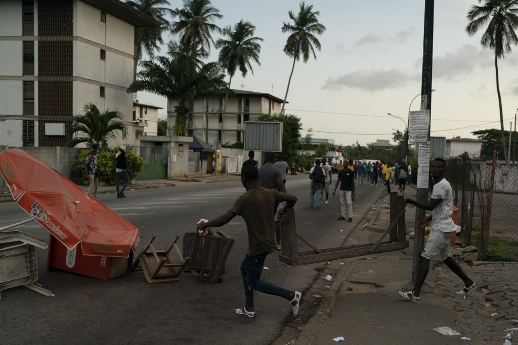 Supporters of the opposition parties set up a barricade during a protest after security forces blocked the access to the house of the former president...