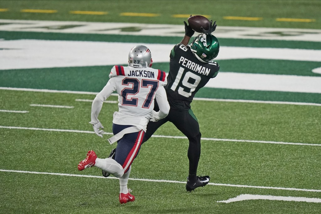 New York Jets' Breshad Perriman, right, catches a touchdown in front of New England Patriots' J.C. Jackson during the first half of an NFL football ga...