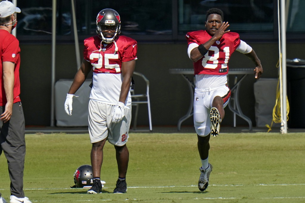New Tampa Bay Buccaneers wide receiver Antonio Brown (81) runs along side running back LeSean McCoy (25) during an NFL football practice Thursday, Nov...