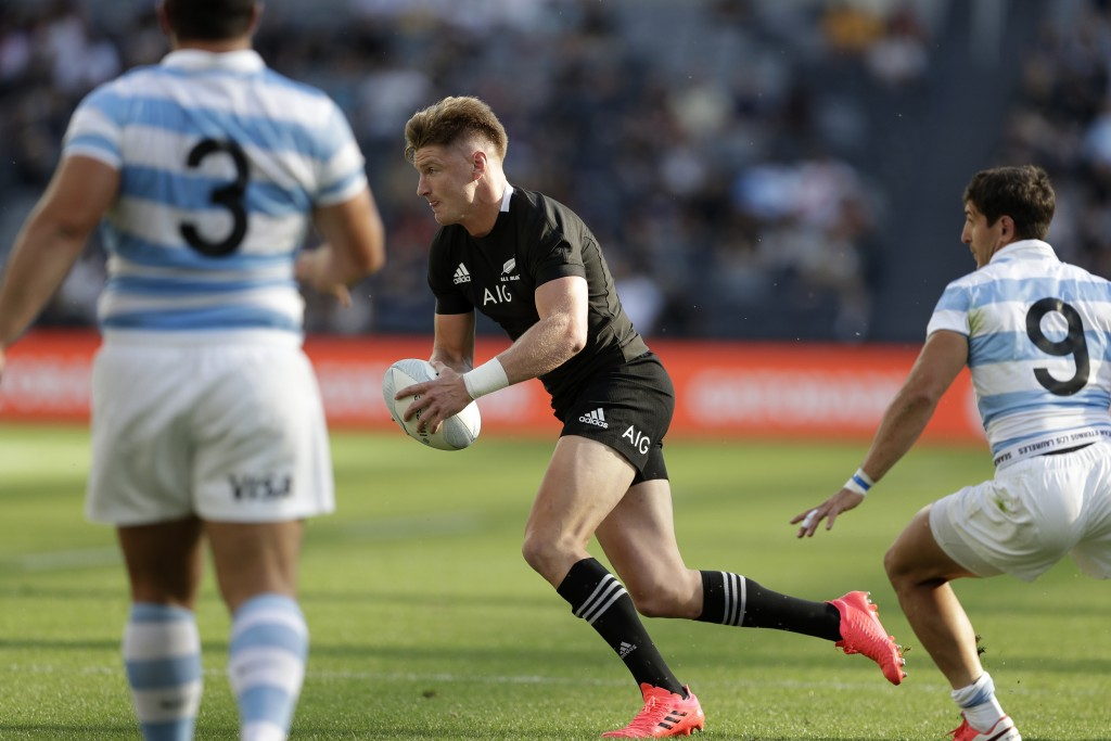 New Zealand's Jordie Barrett, center, gets past the defence of Argentina's Enrique Gomez-Kodela, left, and Argentina's Tomas Cubelli during their Tri-...
