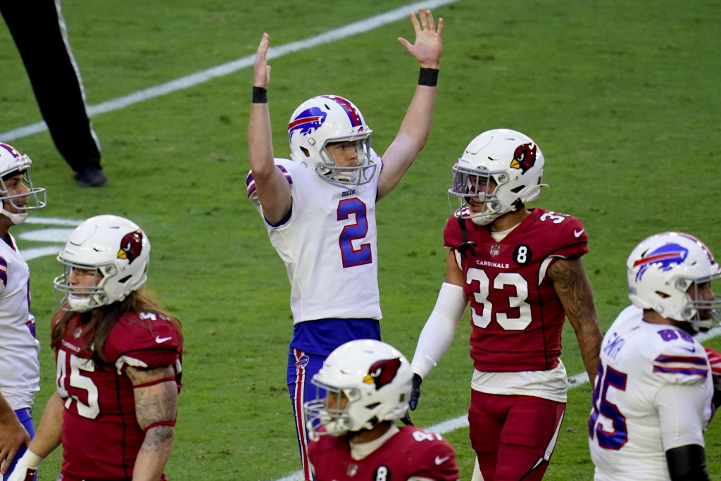 Buffalo Bills kicker Tyler Bass (2) signlas his field goal is good during the first half of an NFL football game against the Arizona Cardinals, Sunday...