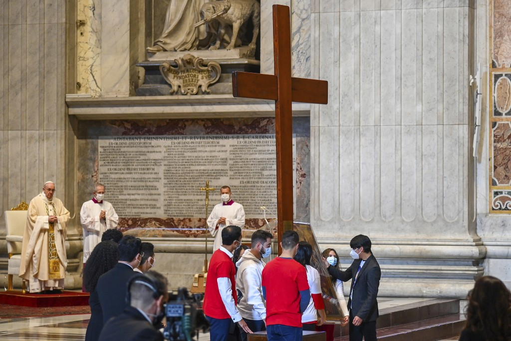 Pope Francis, left, watches as youths from Panama hand over the World Youth Day cross to youths from Portugal, at the end of a Mass celebrated on the ...
