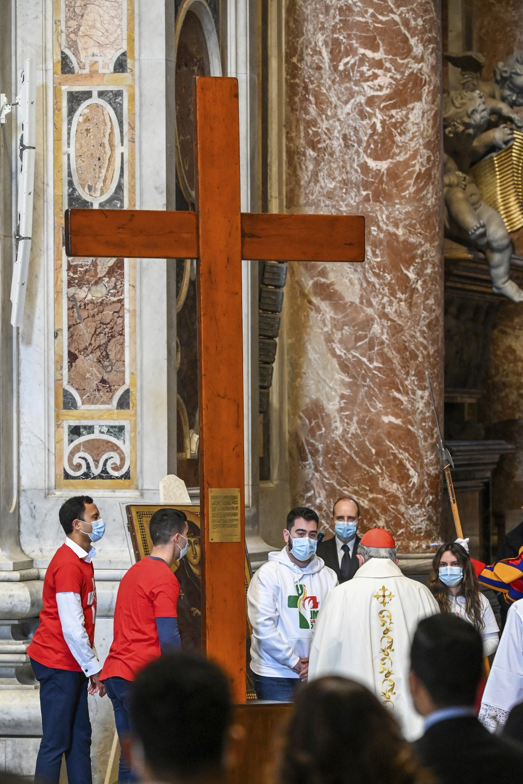 Youths from Panama hand over the World Youth Day cross to youths from Portugal, at the end of a Mass celebrated by Pope Francis on the occasion of the...